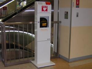 AED(自動体外式除細動器)を2階エスカレータ横に設置いたしました。